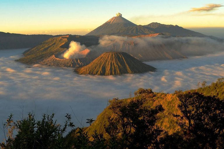 Bromo Volcano and Ijen Plateau Adventure – 3 Days-01
