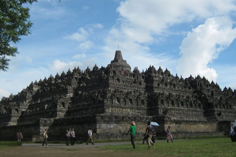 Explore Java Bali Overland – 14 Days-03