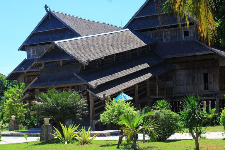 Flores Komodo Sumbawa Overland Tour – 12 Days-03