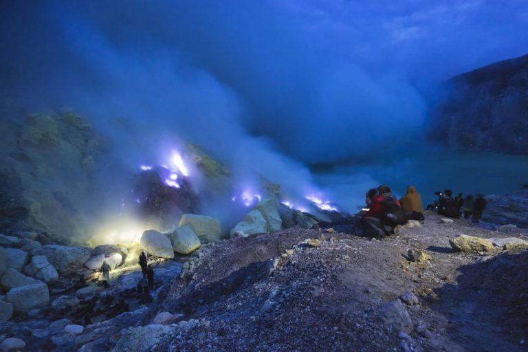 Ijen Crater Blue Fire-02